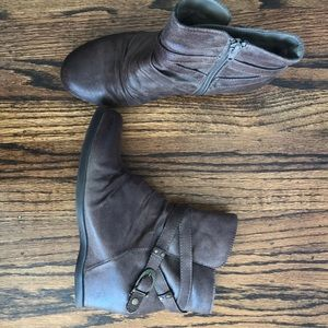 Bare traps Waterproof Booties Size 7